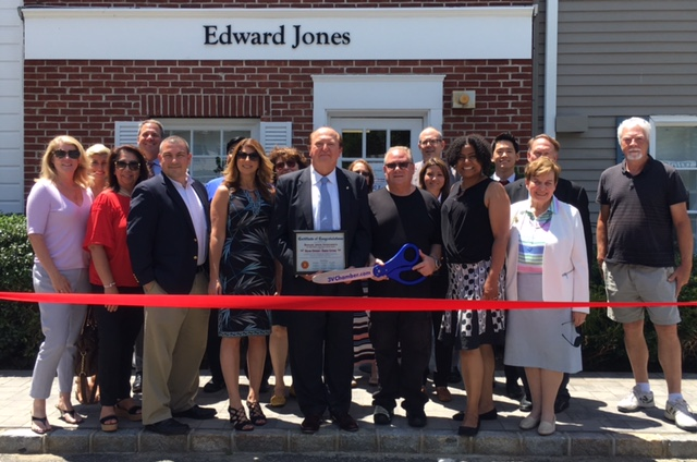 Edward Jones Investment Ribbon Cutting Group Photo