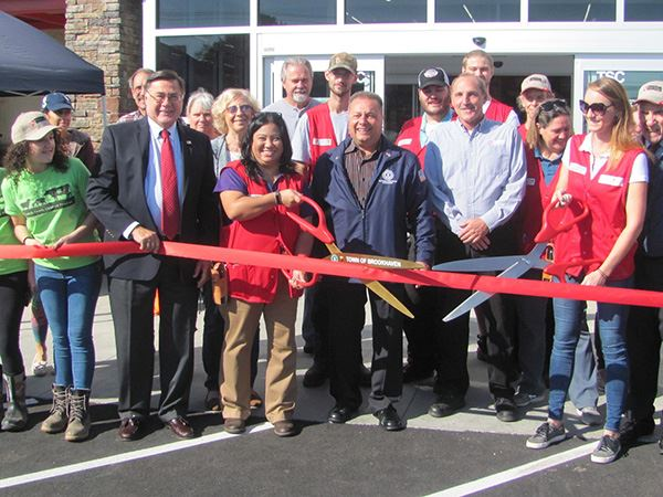 Tractor Supply Group cutting Ribbon