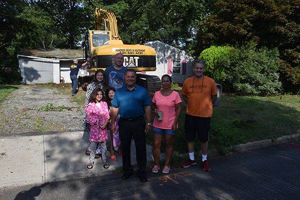 15 Strawberry Lane Demolition group photo