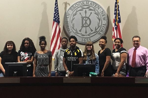 Students behind podium with councilman