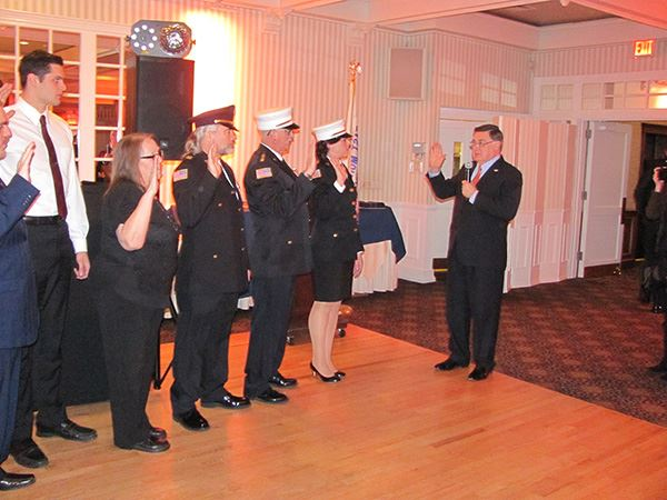 Supervisor swearing in members of Ambulance Services