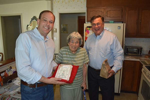 Congressman Zeldin and Supervisor Romaine Deliver Meals on Wheels at Leisure Village in Ridge